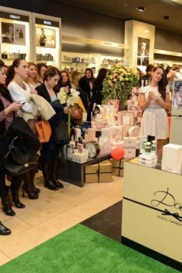 Lansare parfum Dolce by Dolce & Gabbana magazin Douglas